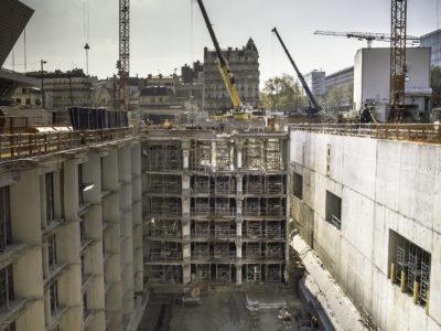 Image absente - [EOLE] Démolition partielle du parking du palais des Congrès sur le chantier de la gare de la porte Maillot.
